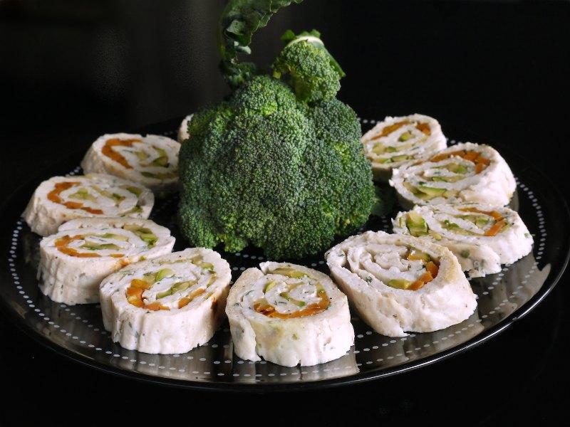 κρύο ρολό κοτόπουλου με λαχανικά κι ευελιξία