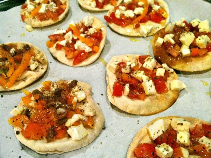μικρές πίτσες με αραβική πίτα