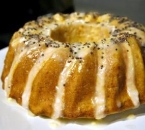 juicy and scented lemon cake with lemon icing
