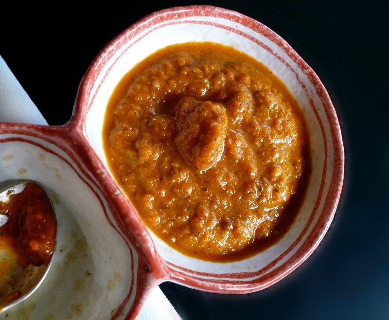 αρωματική σάλτσα κόκκινης πιπεριάς: η ανταγωνίστρια