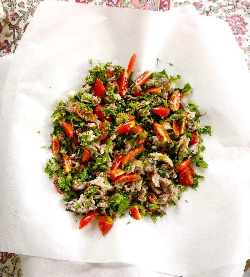 Κεφαλάκι αρνιού βραστό, με λαχανικά, μυρωδικά και κύμινο