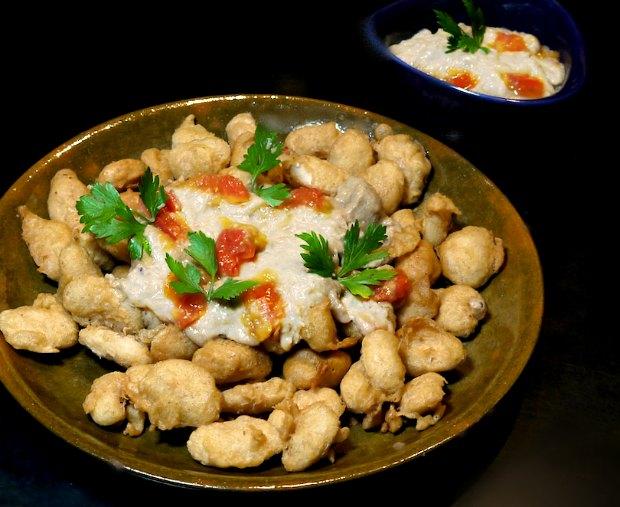 γίγαντες τηγανητοί & σκορδαλιά με ντομάτα από την Δονούσα