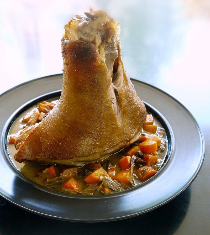 Top 20 συνταγές για μανιτάρια - χοιρινό κότσι διπλομαγειρεμένο