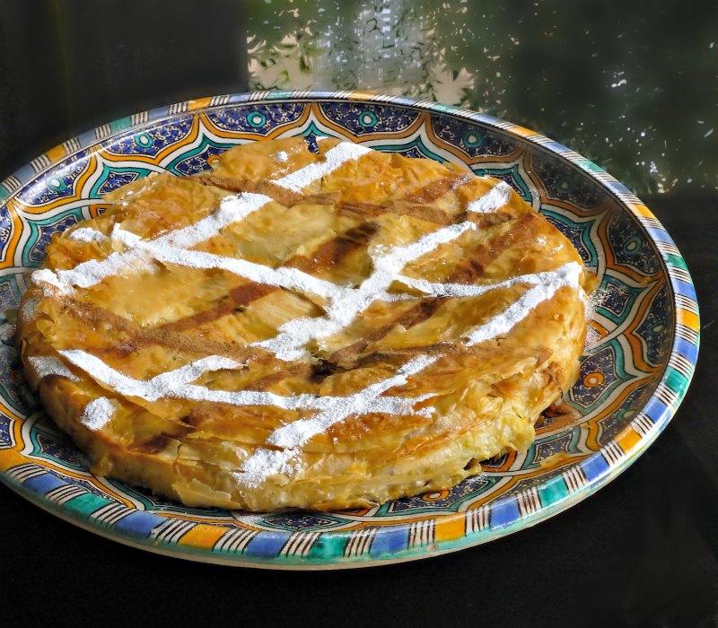 Παστίγια, η μαροκινή πίτα με πιτσούνια ή κοτόπουλο