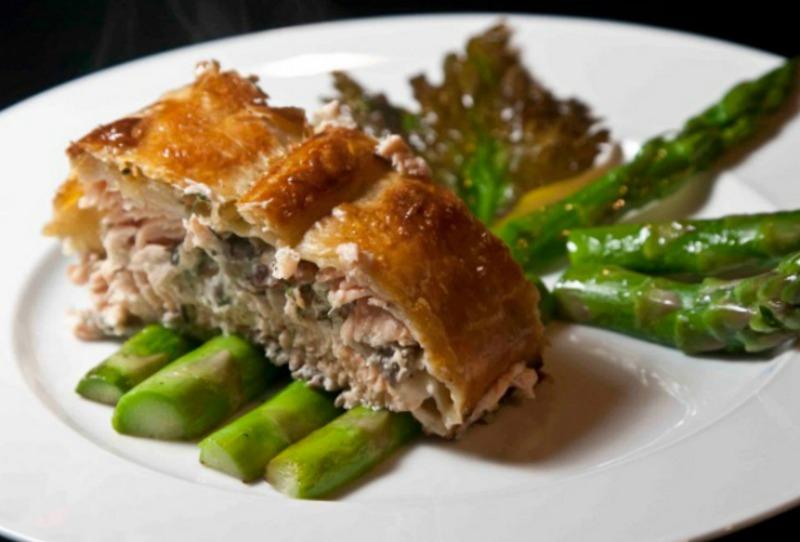 Salmon Wellington with asparagus and mushrooms