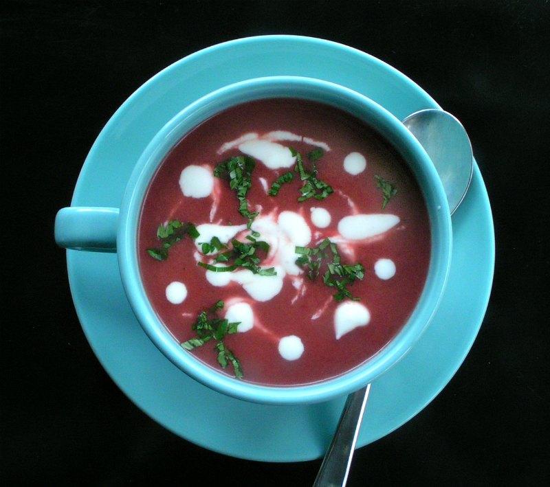 ελαφριά και αρωματική σούπα με παντζάρια