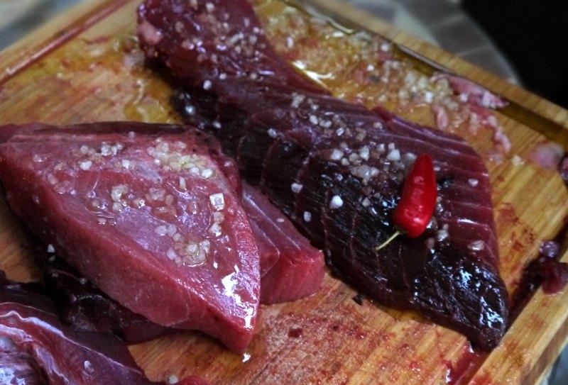 τόνος ψητός στο γκριλ: διαφορετικά μέρη κρέατος