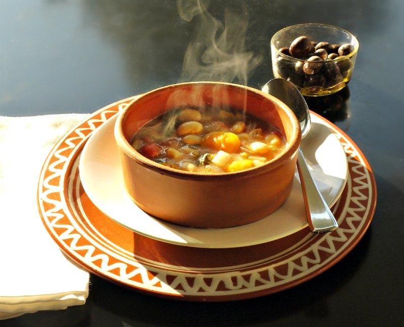 κλασική φασολάδα & οι καλύτεροι συνδυασμοί - χειμωνιάτικες σούπες
