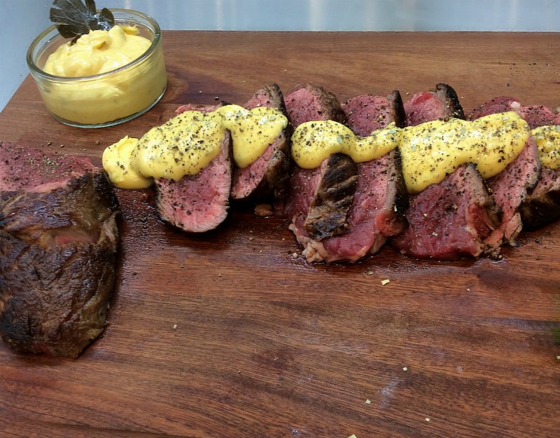 Sirloin with Béarnaise sauce -serving
