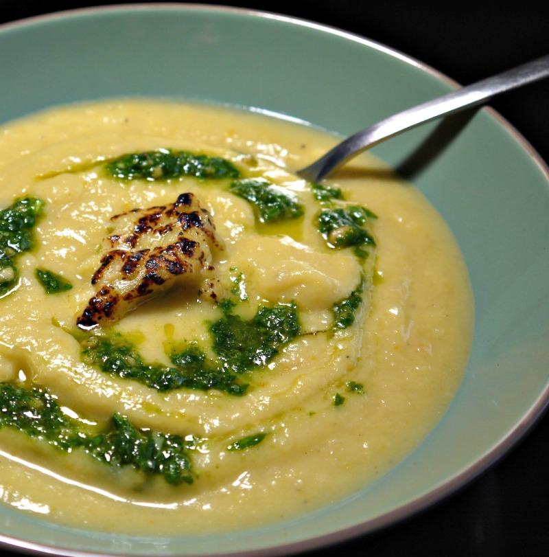σούπα κουνουπίδι με πατάτα και πέστο ρόκας