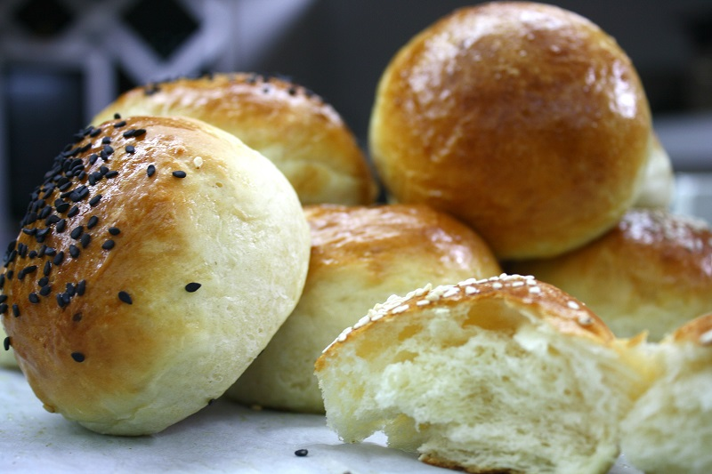 αφράτα ψωμάκια μπριός για σπιτικό μπέργκερ