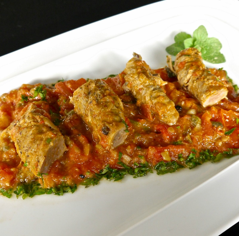 γαρδουμπάκια με σάλτσα φρέσκιας ντομάτας, κοκκινιστά