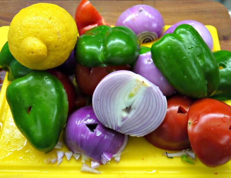 κοντοσούβλι - τα λαχανικά έτοιμα