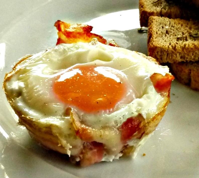 αυγά με μπέικον στο φούρνο για το το brunch της Κυριακής