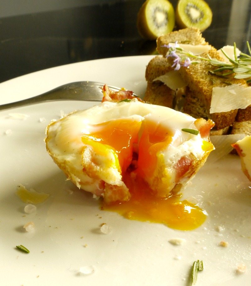 αυγά με μπέικον στο φούρνο σε φόρμα μάφιν - brunch Κυριακής