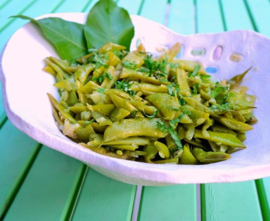 fresh green beans with cumin and ginger served