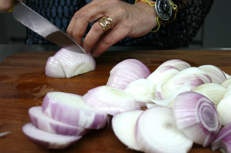 κόβοντας τα κρεμμύδια - το πάχος