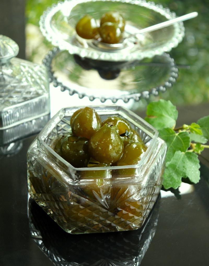 σύκο γλυκό του κουταλιού από άγουρα σύκα (ορνιοί) σερβιρισμένο
