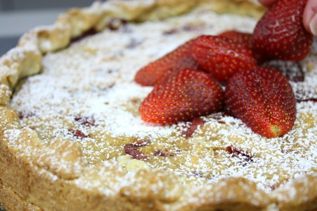 strawberry tart dusted with icing sugar