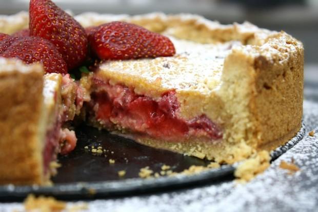 juicy strawberry cream inside the strawberry tart