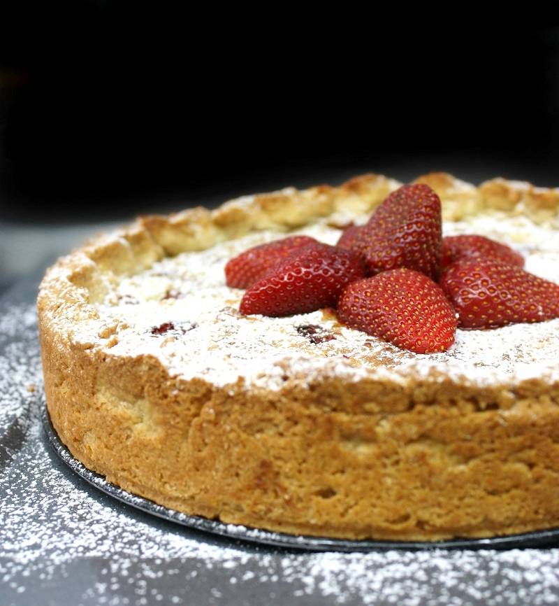 strawberry tart with strawberry cream and topping