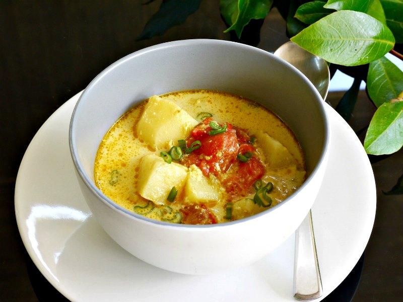 αρωματικό κάρυ με πατάτες και ντομάτα