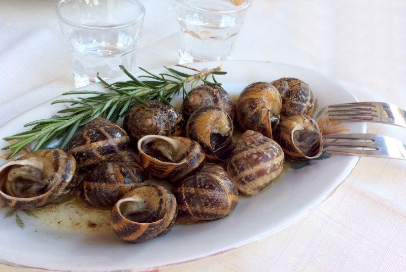 χοχλιοί μπουμπουριστοί από την κρητική κουζίνα