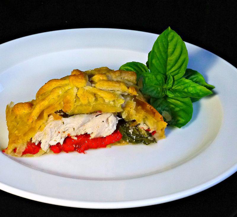 κοτόπουλο σε σφολιάτα με πιπεριές & βασιλικό