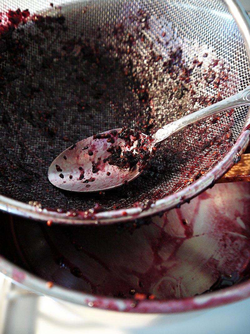 μαρμελάδα μούρο - πέρασμα από σίτα