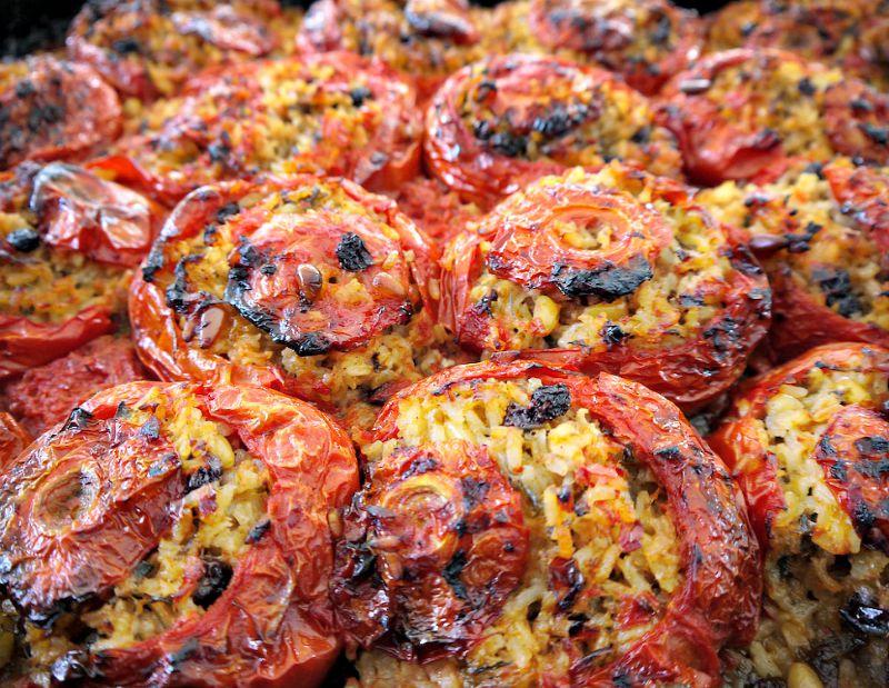 ντομάτες και πιπεριές γεμιστές - τα μυστικά για να κάνετε αυθεντικά πολίτικα γεμιστά