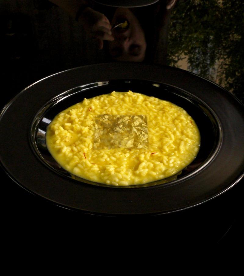 Αυθεντικό, ιταλικό, γκουρμέ ριζότο αλά μιλανέζε με σαφράν και φύλλο χρυσού