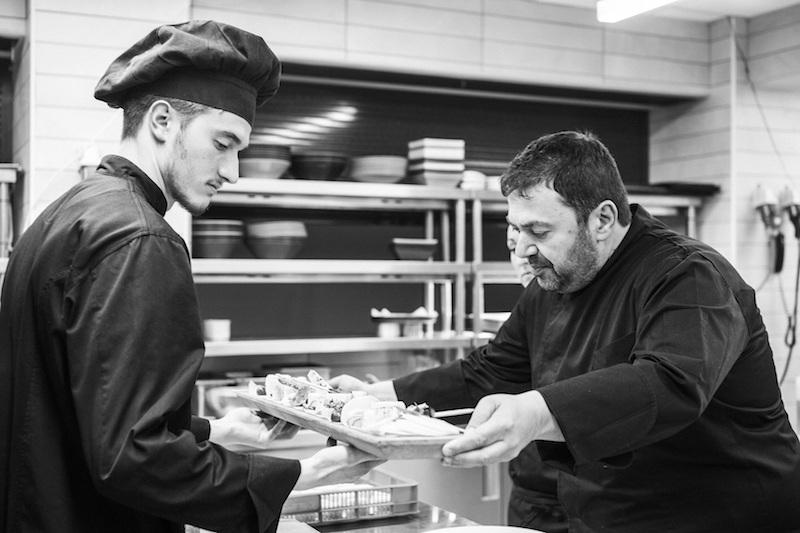 Ανδρέας Σχοινάς, ο σεφ του Moorings: η αχινοσαλάτα περικλείει την Ελλάδα