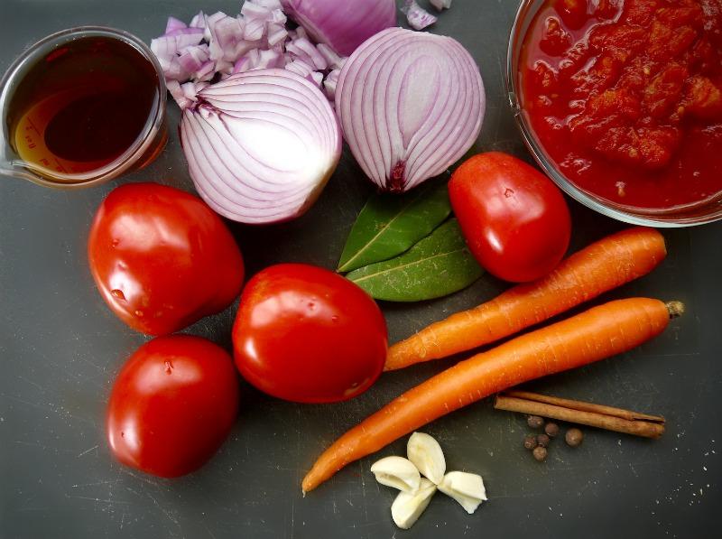 κοκκινιστό κοτόπουλο με μακαρόνια, κλασικό & στο φούρνο - τα υλικά