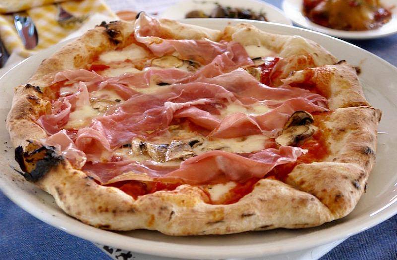 Ναπολιτάνικη πίτσα Α-Ω: ιστορία, επιστήμη, μυστικά