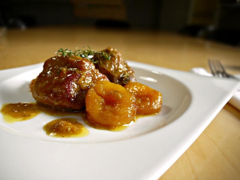 χοιρινό με βερίκοκα ή δαμάσκηνα - κύρια πιάτα για γιορτές