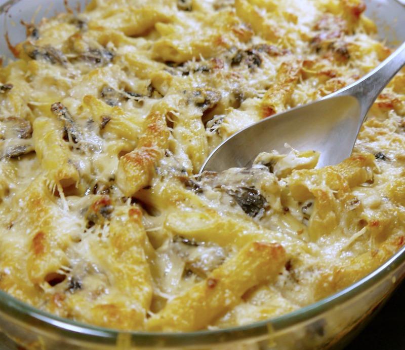 πένες φούρνου με κοτόπουλο και μανιτάρια