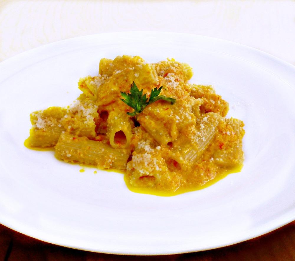 ριγκατόνι με κρέμα από πιπεριές: πορτοκαλί πανδαισία