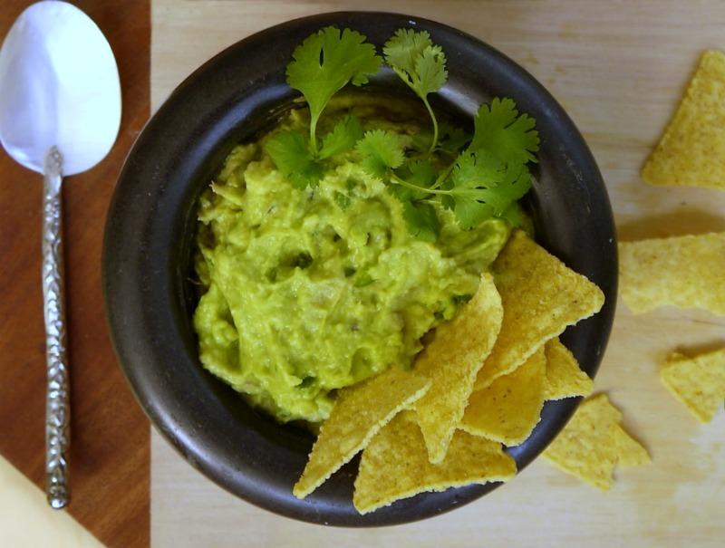 αυθεντικό εύκολο μεξικάνικο γουακαμόλε με τορτίγιας