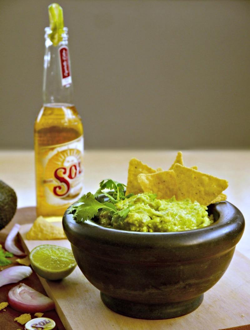 αυθεντικό εύκολο μεξικάνικο γουακαμόλε με 4 μόνον υλικά