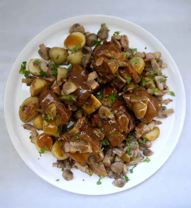 μοσχαρίσιες στηθοπλευρές αργοψημένες στο φούρνο