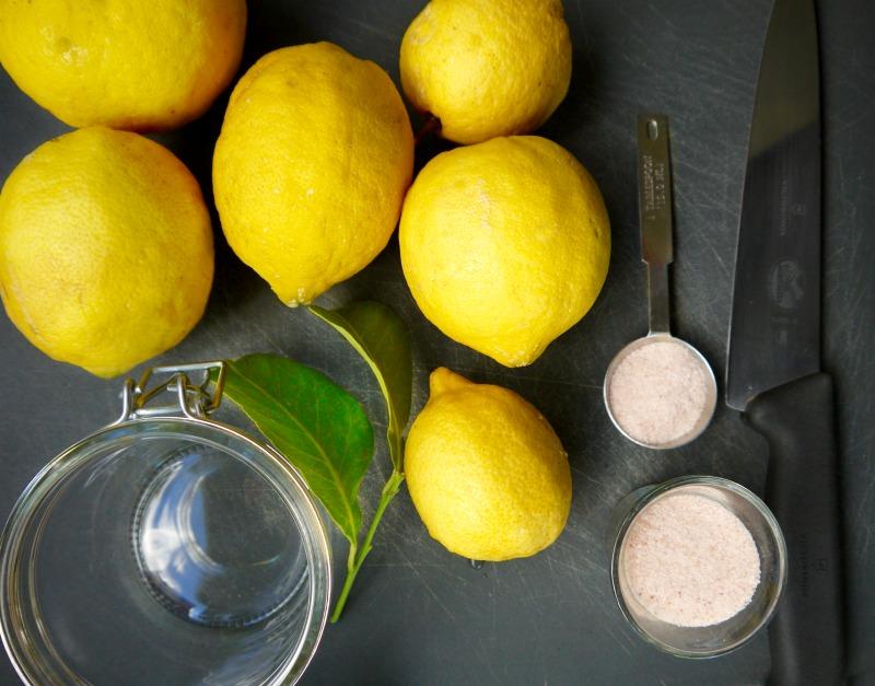 λεμόνια, αλάτι, αποστειρωμένο βάζο