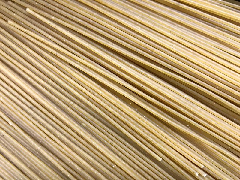 γαριδομακαρονάδα στο χαρτί
