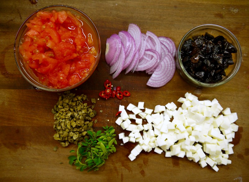 συνταγή Πικάντικες πένες Βεζούβιος - υλικά
