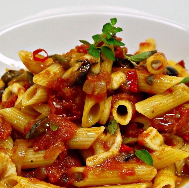 πένες Βεζούβιος (pasta alla vesuviana) - οι εκρηκτικές
