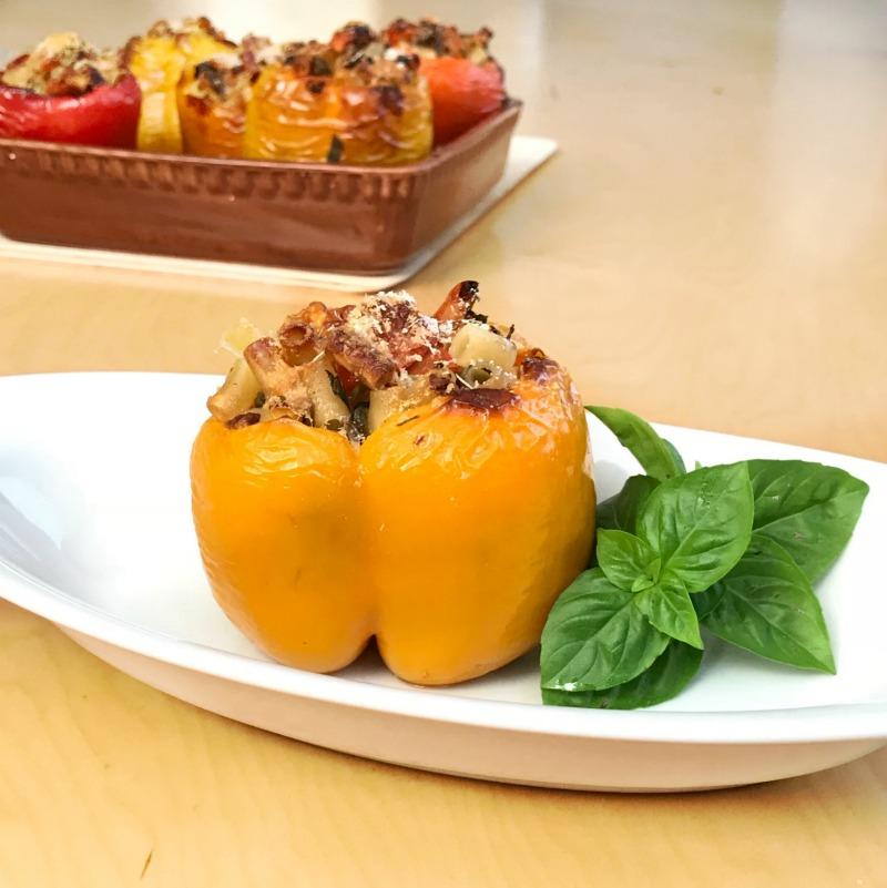 πιπεριές γεμιστές με ζυμαρικά: το υπέροχο κοφτό