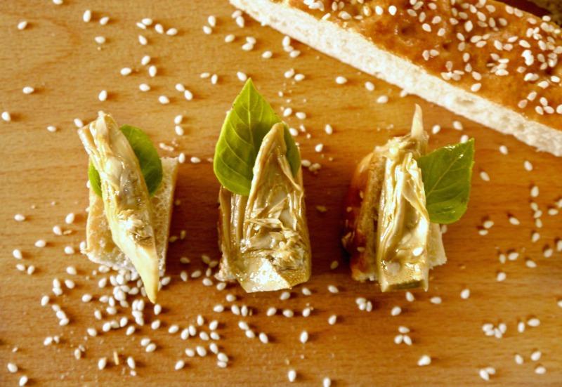 λαγάνα σπιτική με σουσάμι και μέλι
