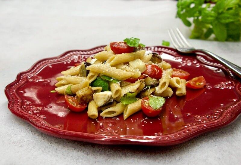 σαλάτα ζυμαρικών με πένες και μελιτζάνες