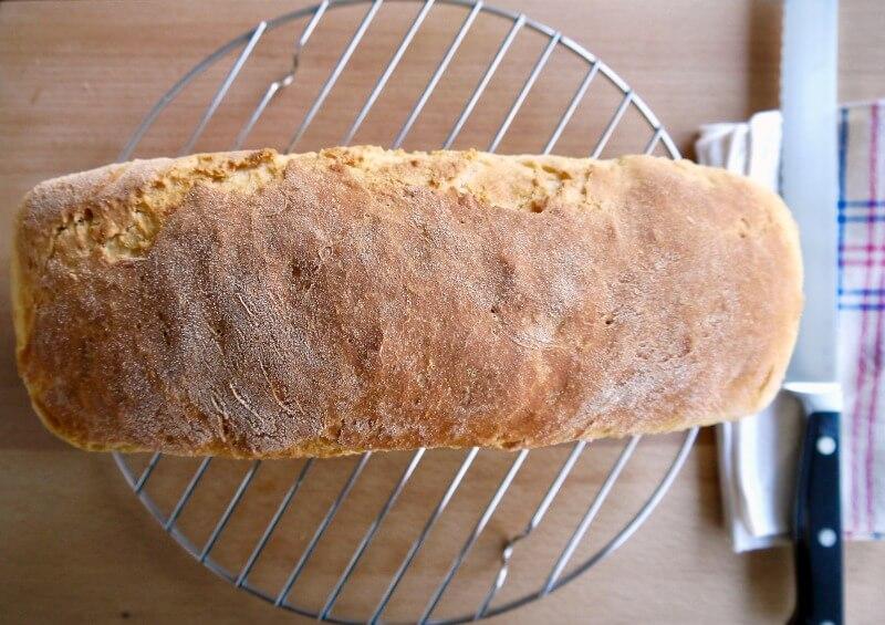 σιμιγδαλένιο ψωμί μόνο με σιμιγδάλι