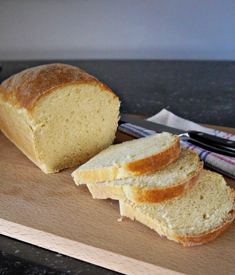 Σιμιγδαλένιο ψωμί χωρίς άλλο αλεύρι