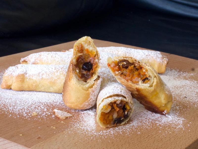 Μπουρέκια με κολοκύθα και σταφίδες - κουγκουλούαρι, από την Σαλαμίνα